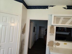 Before and After Wallpaper Removal in Sugarland, TX (1)